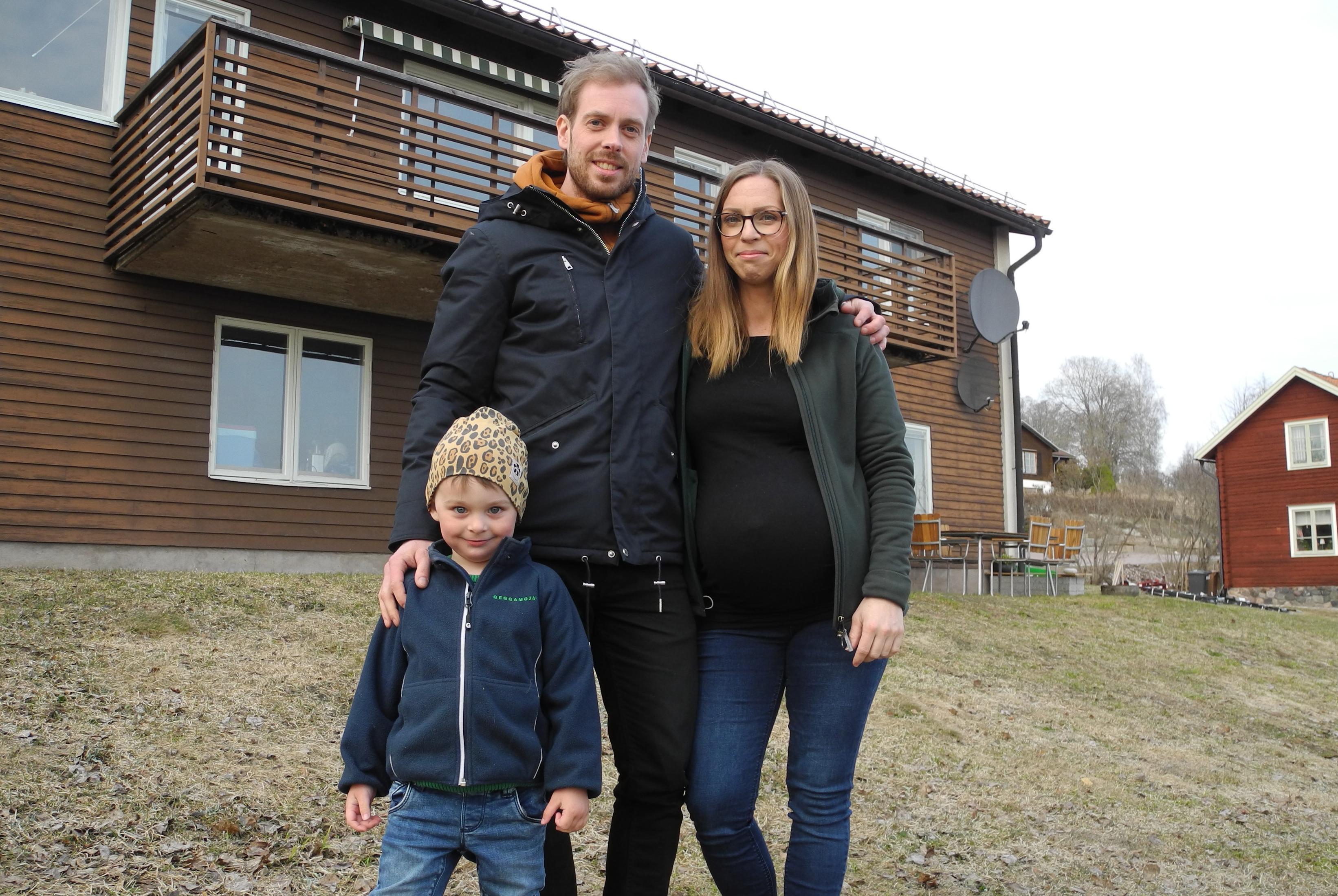 Det 200 kvadratmeter stora huset har genomgått en omfattande renovering. För två veckor sedan flyttade paret in.