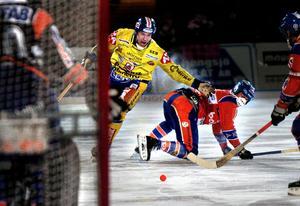 Efter en säsong i Bollnäs blev det spel med Falu BS igen för Johan Kruse. Här en bild från seriepremiären mot Bollnäs säsongen 2006/2007.