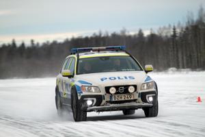 Under två veckor kommer polisen i Dalarna att vara väl synliga på flygfältet i Järna.