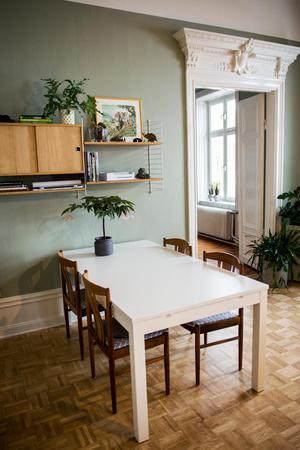 Stilen hemma hos Lina och Gustav är enkel och skandinavisk.