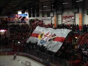 Timrå IK:s supportrar hade förberett ett tifo inför finalspelets första match mot Leksand i NHK Arena.