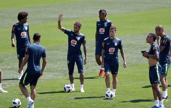 Brassarna, med storstjärnan Neymar är favoriter att vinna VM, i alla fall om man får tro Mittmedia som har tippat VM.
