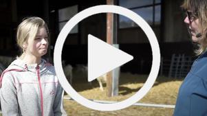 Eleven Veronica berättar om Nordviksskolan situation för Malin Svanholm.