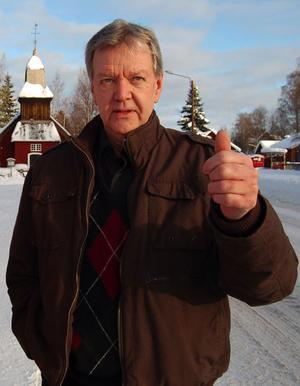Lars Lundin, Oxberg, gör tummen upp på denna bild från 2010. Nu har han anledning att göra tummen upp igen, eftersom han just utsetts till kulturpristagare i Mora kommun.