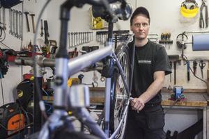 Tobias Messing rekommenderar alla att tvätta och smörja in cykeln innan vinterförvaringen.