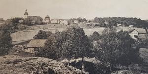 Ösmo kyrka och kyrkbacken - foto från slutet av 1800-talet. Foto: Nynäshamns bildarkiv