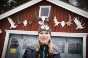 Evelina Åslund Bäck är aktuell med ny säsong av Jaktliv. Hon var dessutom en av tre som nominerades till årets marknadsförare på Guldgalan tidigare i år.