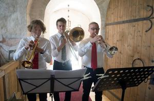 Arvid Stridsberg, Eric Carlsson och Joel Norberg komponerade till kören som sjung.