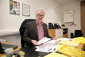"""Nyligen medverkade Fastighetsbyrån i en affär där en """"trea"""" i Ludvika såldes för 1,3 miljoner. Det är nog bara en tillfällighet att några bostadsrätter med högt utgångspris just nu står osålda, tror Mats Hansson."""