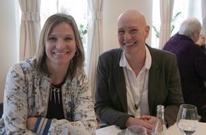 """Charlotte Fagerberg, verksamhetsutvecklare, och Annika Nordkvist, gruppchef, båda vid Hyresgästföreningen vill att konceptet """"Årets Granne"""" fortsätter i Smedjebacken."""