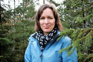 Erika Nicklasson gillar verkligen naturen kring Isåsen där hon bor med sin familj. Det var under av många skogspromenader som hon gjorde det märkliga fyndet. Till vardags arbetar hon på förskolan i Zinkgruvan