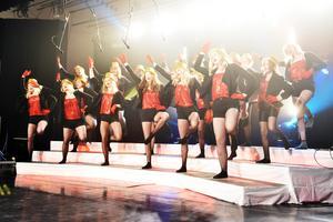 Mirandakören, som förövrigt efterfrågar flera medlemmar, inledde showen med låten The Greatest Show.