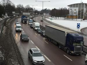Olyckan vållade trafikstörningar, trafiken kunde dock i huvudsak rulla på ett körfält förbi olycksplatsen (olycksplatsen finns här utanför bild).