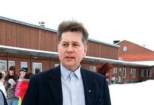 Skolchef Stefan Forsmark säger att siffrorna om simkunnigheten bland Borlängeeleverna inte går obemärkta förbi.
