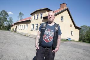 Vi i Road Pigs har lagt ut över 50 000 kronor på Folkets hus, säger Johan Heed som är mycket besviken över att kommunen inte vill plussa på driftbidraget.