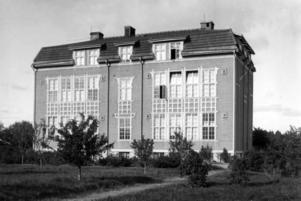 flyktingförläggning. Det gamla seminariet i Hagaström, som revs på 1950-talet, användes i krigets slutskede som flyktingförläggning och uppsamlingsplats för ryssar som skulle skickas hem till Sovjet. I närheten, där det i dag ligger en fotbollsplan, fanns också ett barackläger.
