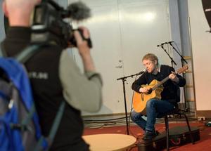 Lågmäld singer-songwriter-uppträdande i Wirén-salen med Jan Meijner.