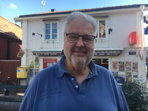 Anders Fogdahl, 72, Norrtälje: – Ja, trivs jag inte går jag därifrån. Jag tittar på hur folk ser ut, bord och den allmänna ordningen i lokalen.