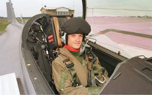 Prins Carl Philip flyger Jas 39 Gripen 1999. Foto: