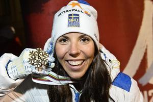 Foto:  Foto Anders Wiklund / TT Charlotte Kalla efter VM-guldet i Falun 2015 och de magiska