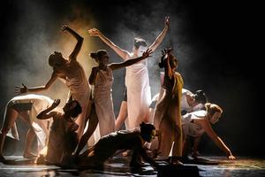 Kulturskolans verksamheter – här en dansuppvisning – är hotade. Men de klarar sig tills vidare.