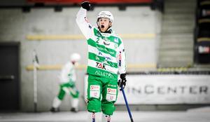 Stefan Edberg är med landslaget i Chabarovsk – men det är ännu oklart om han får spela eller inte.