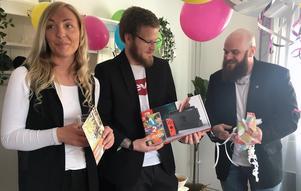 Linda Bokor, Chris Vikström och Patrik Tommos utgör hälften av personalstyrkan på det nya serviceboendet.