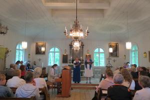 Härlig sång och musikupplevelse fick man i vackra Torö kyrka, berättar skribenten. Foto: Max Möllerfält