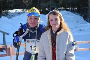 Annika Löfström tog hem damklassen vid Sixten Jernberg Memorial och firas av kranskullan.