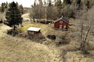 Torpet ligger längs med Två Kyrkors väg i Estuna/Roslagsbro. Foto: Marcus Hedman