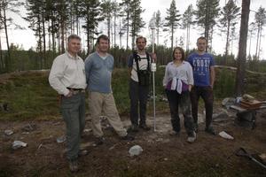 Jens Ormö, Jüri Plado, Argo Jõeleht, Anna Loisak och Mateusz Szyszka tar reda på mer om nedslaget i Tännäs.