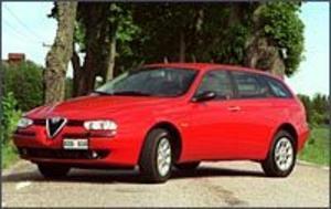 Foto: OLLE HILDINGSON Läckerbit. Alfa Romeo Sport Wagon är som modellnamnet antyder mer en bil för lust än för last.