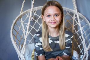 Teja Östberg älskar teater och vill jobba som skådespelare när hon blir äldre. Får hon välja genre själv föredrar hon action.