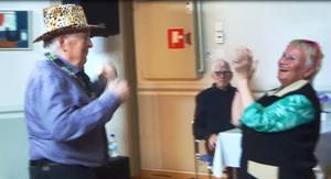 Hans-Erik Öberg och Lisbeth Winter ser ut att ha väldans roligt. Foto: Kjell Larsson