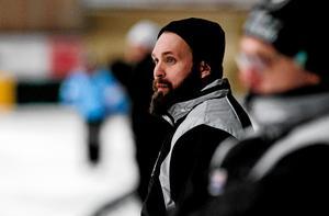 Oskar Robertson lämnar rollen som huvudtränare i Tillberga.