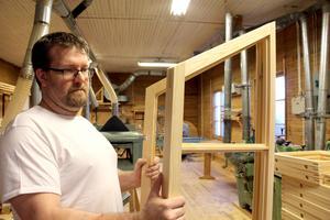 De har nischat sig inom byggnadsvård och gör specialbyggda delar till både nya och gamla hus.