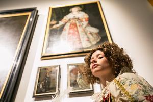 När filialen invigdes var tusentals människor på premiären och inne på filialen till Nationalmuseum fanns  statister som föreställde bland annat konstnärer. 10-åriga Vide Kron från Torvalla var som stigen ur den 1600-talstavla som konstnären Jakob Heinrich Elbfas målade av drottning Kristina som barn.