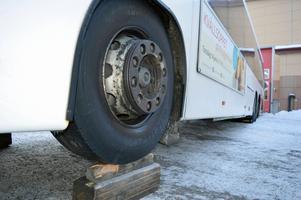 Keolis, som kör kollektivtrafiken i Dalarna, har fått skador på sina bussar för omkring 100 000 kronor.  Merparten av skadorna har uppkommit på trafik i Falun.