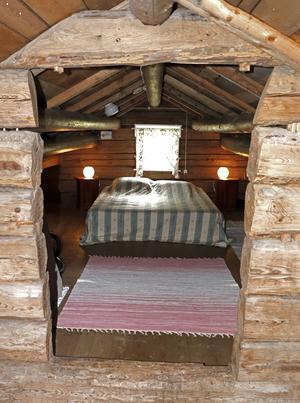 Magnus och Inger har inrett vinden och gjort den till sovrum utan att ändra eller modernisera för mycket.