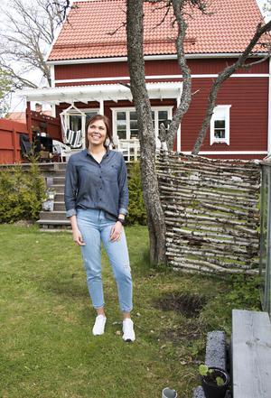Felicia Härdin är en riktig friluftsmänniska som älskar att vara ute i naturen, tälta och vandra. Men att ha ett mysigt och ombonat hem att återvända till är minst lika viktigt.