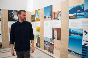 Joakim Granström, som driver galleri Exposé, är också med i Sveriges arkitekter – en av samarbetspartnerna i seminarieprojektet Plats: där också Örebro konsthall och Svensk form deltar.