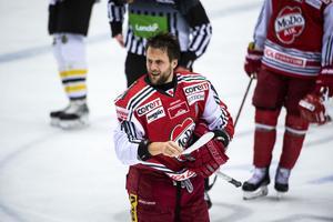 Oscar Hedman tar emot ett fyrdomarsystem i hockeyallsvenskan med öppen famn.