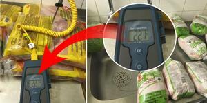 Den råa kycklingen var 22,7 grader inuti när miljökontoret kom på besök. Foto: Södertälje kommun