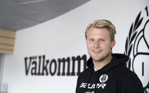 Kristian Nervik Nilsen brinner fortfarande, 24 år gammal, för hockeyn, både på jobbet och fritiden.