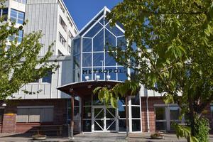 Företagshuset Metropol, längs Universitetsallén, håller på ett få en rejäl ansiktslyftning på insidan.