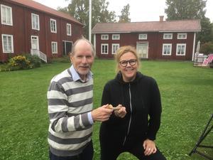 Det blev ordförandeskifte i Forsa hembygdsförening vid årsmötet på söndagen . Avgående Jan-Åke Malmqvist lämnar över ordförandeklubban till Cia Olsson som tar sats tillsammans med påfallande många nya och unga i styrelsen.