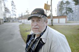 Björn Tång fick p-böter trots att det inte var parkeringsförbud.