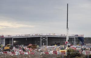 De stora datacentren ska bli 400 meter långa. Här Microsofts bygge i Ersbo.