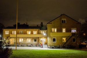 Till härbärget Klippangården på Södermalm söker sig tre av stans hemlösa den här natten.