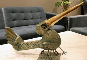 Genom konstnären Jerker Andersson fick Per Sonerud för några år sedan kontakt med formgjutaren Davide Filacchione, som bland annat haft uppdrag att göra skulpturer utifrån Salvador Dalis målningar. Nu finns bland annat en fågelskulptur hämtad från en målning, The Bird.